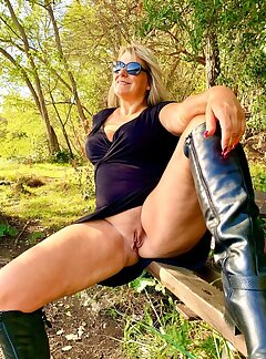 real amateur women spreading there legs